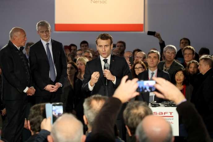 Emmanuel Macron, lors d'une visite d'entreprise à Nersac (Charente), le 30 janvier.