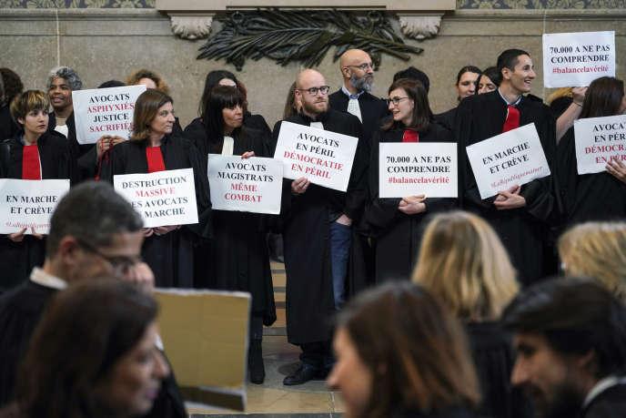 Mobilisation d'avocats contre la réforme des retraites à Lyon, le 30 janvier.