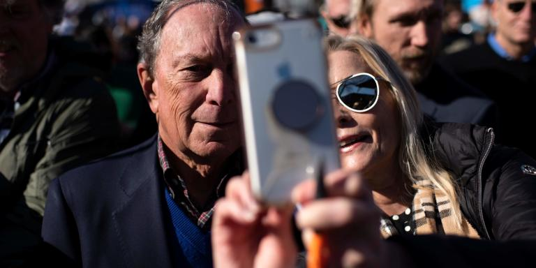 Democratic presidential candidate Mike Bloomberg takes a selfie with a supporter at Central Machine Works in Austin, Texas on January 11, 2020. Democratic presidential candidate Mike Bloomberg kicks off his Texas bus tour. / AFP / AFP  / Mark Felix