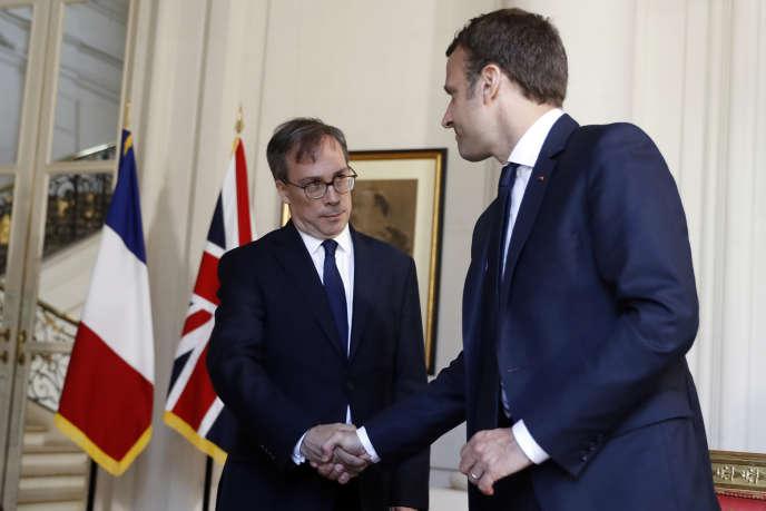 L'ambassadeur britannique à Paris,Edward Llewellyn, ici avec Emmanuel Macron, en 2017.