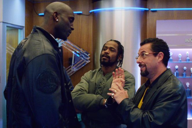 L'ancien joueur de basket-ball, Kevin Garnett, Lakeith Stanfield (Demany) etAdam Sandler (Howard Ratner) dans«Uncut Gems», des frères Safdie.