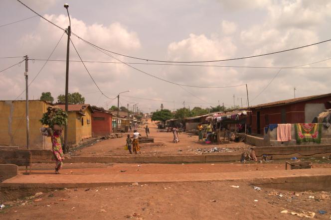 Une rue de Daola, troisième ville de Côte d'Ivoire où vit Kalifa, en janvier.
