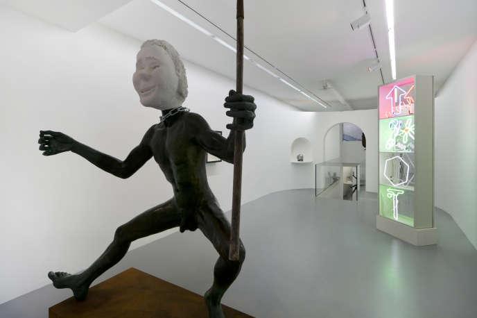 Vue de l'exposition de Martial Raysse,« Les Statues !», à la Galerie Kamel Mennour (Paris 6e).