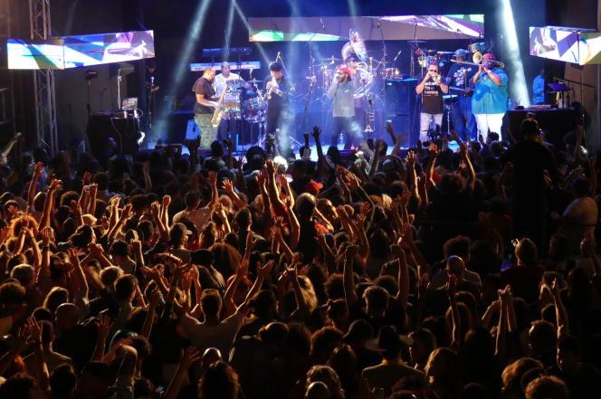 The Soul Rebels au Salón Rosado de la Tropical pendant le festival Jazz Plaza. Le 17 janvier 2020. La Havane, Cuba.