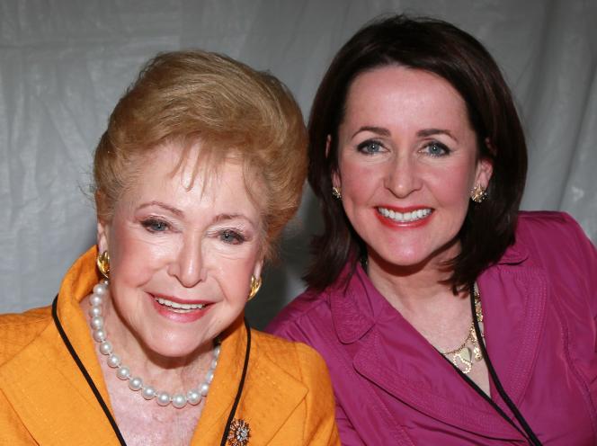Avec sa fille Carol, au Festival du livre du «Los Angeles Times», le 1er mai 2011 à Los Angeles (Californie).