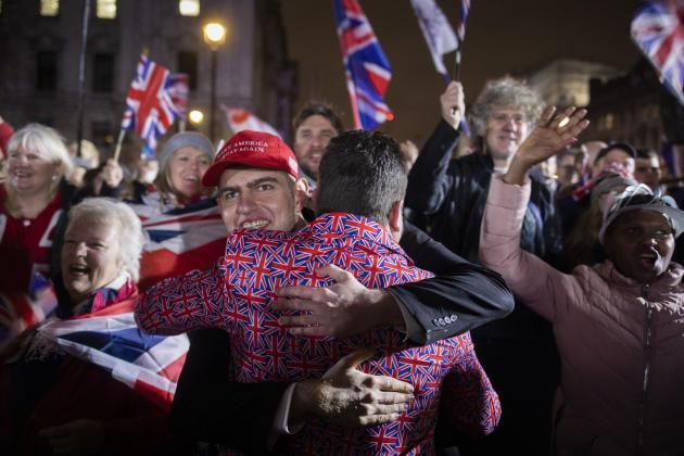 Les partisans de Nigel Farage célèbrent le Brexit sur la place du Parlement, à Londres, le 31 janvier.