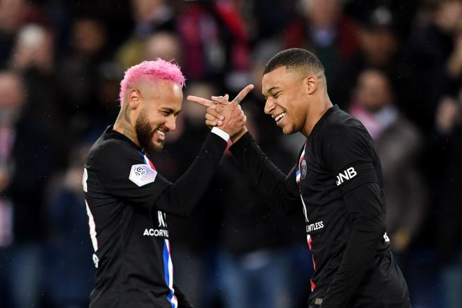 Kylian Mbappé et Neymar dans une version customisée de pierre-feuille-ciseau.
