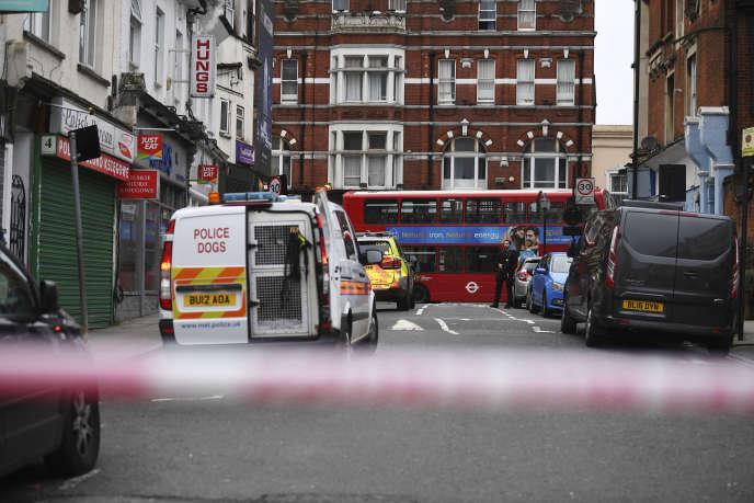 La police londonienne, sur les lieux de l'attaque, à Streatham, dans la banlieue de Londres, le 2 février.
