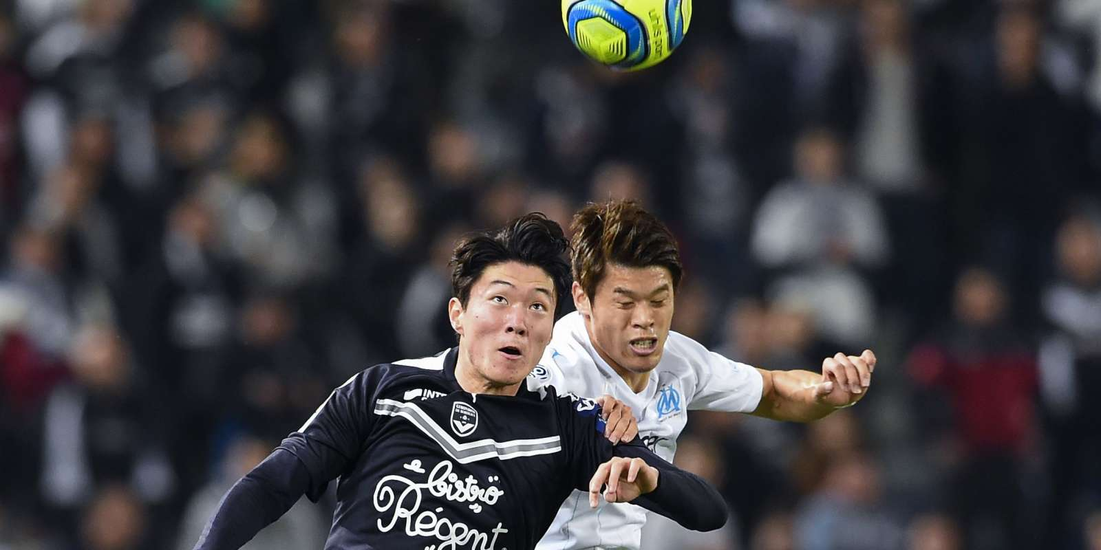 Ui-Jo Hwang à la lutte avec Hiroki Sakai.