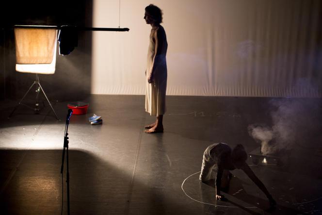 «Durée d'exposition», premier spectacle de Camille Dagen et Emma Depoid.