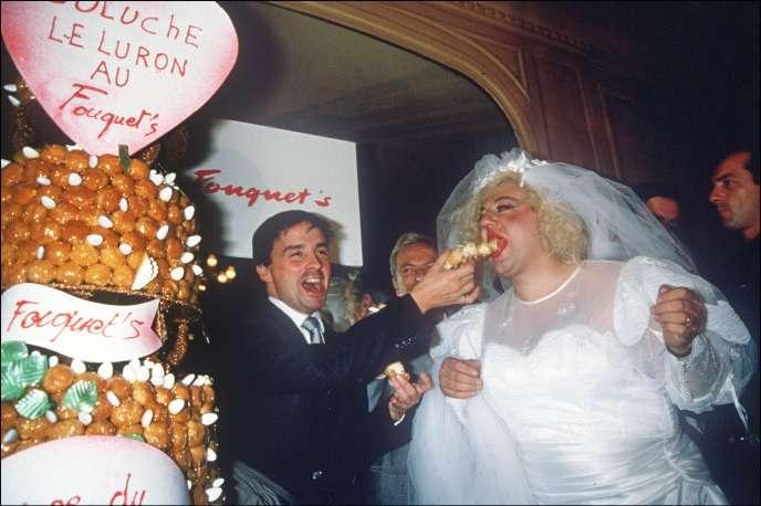 Le «mariage» de Thierry Le Luron et Coluche, célébréà Paris, le 25 septembre 1985.
