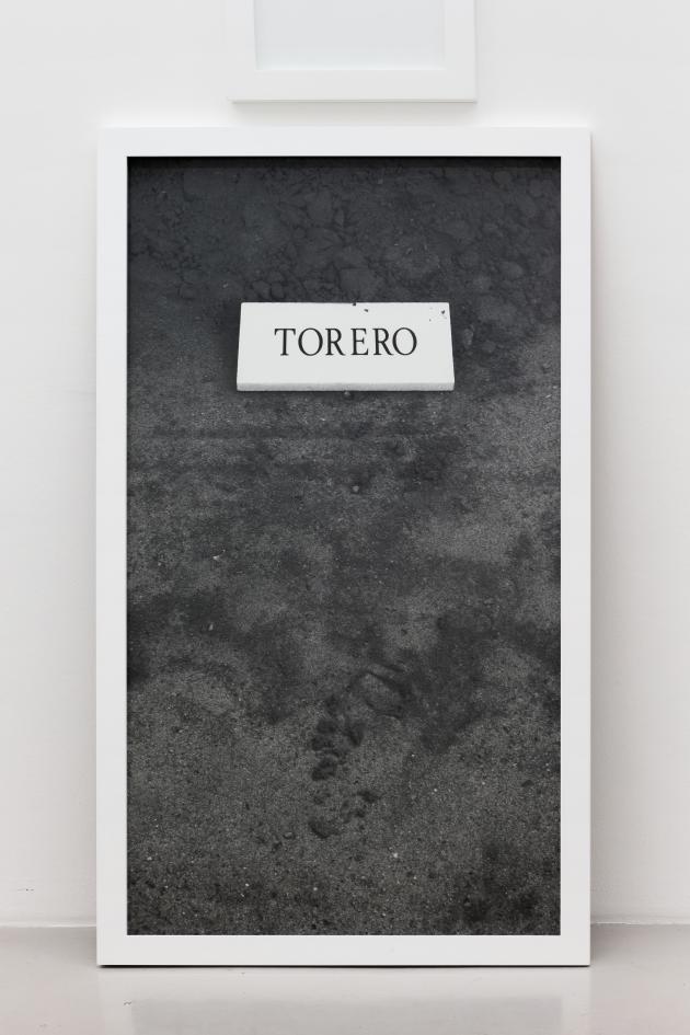 Sophie Calle, «Torero», 2002. Photographie et texte encadré.