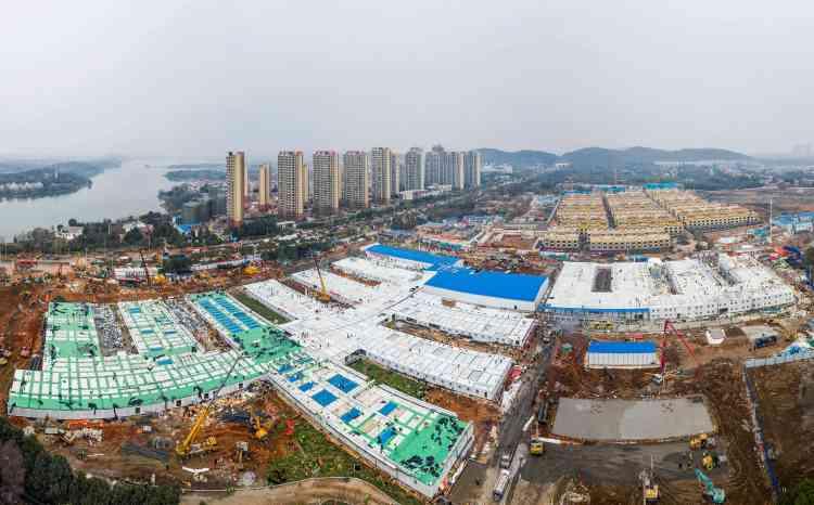 Le 2février, neuf jours après le début du chantier,l'hôpital Huoshenshan est prêt à être remis aux autorités sanitaires.