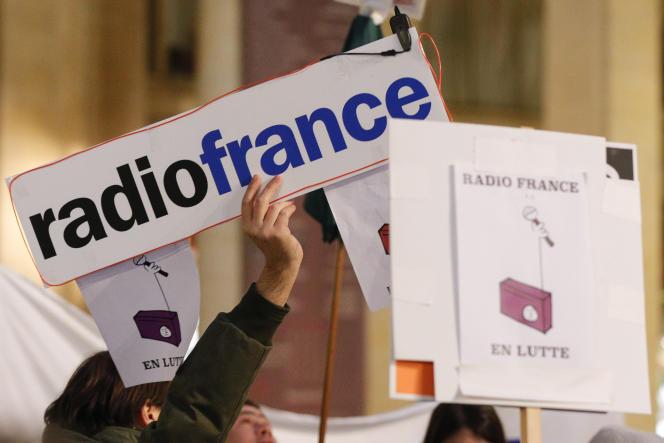 Manifestation de grévistes de Radio France, le 29novembre2019, devant le ministère de la culture, à Paris.