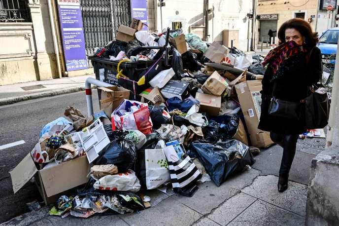 Mercredi, la métropole Aix-Marseille-Provence, présidée par la candidate LR à la mairie de Marseille Martine Vassal, avait annoncé qu'elle allait lancer cette procédure de réquisition, pour « maintenir un espace public en bon état tout en limitant les nuisances, et compte tenu des risques sanitaires ».