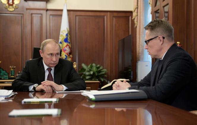 Le président russe Vladimir Poutine et le ministre de la santé Mikhail Murashko, à Moscou, le 29 janvier 2020.