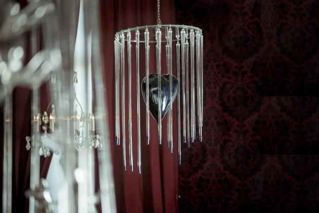 Françoise Pétrovitch, «Cage en verre», 2010. Verre soufflé, argenture et miroir.