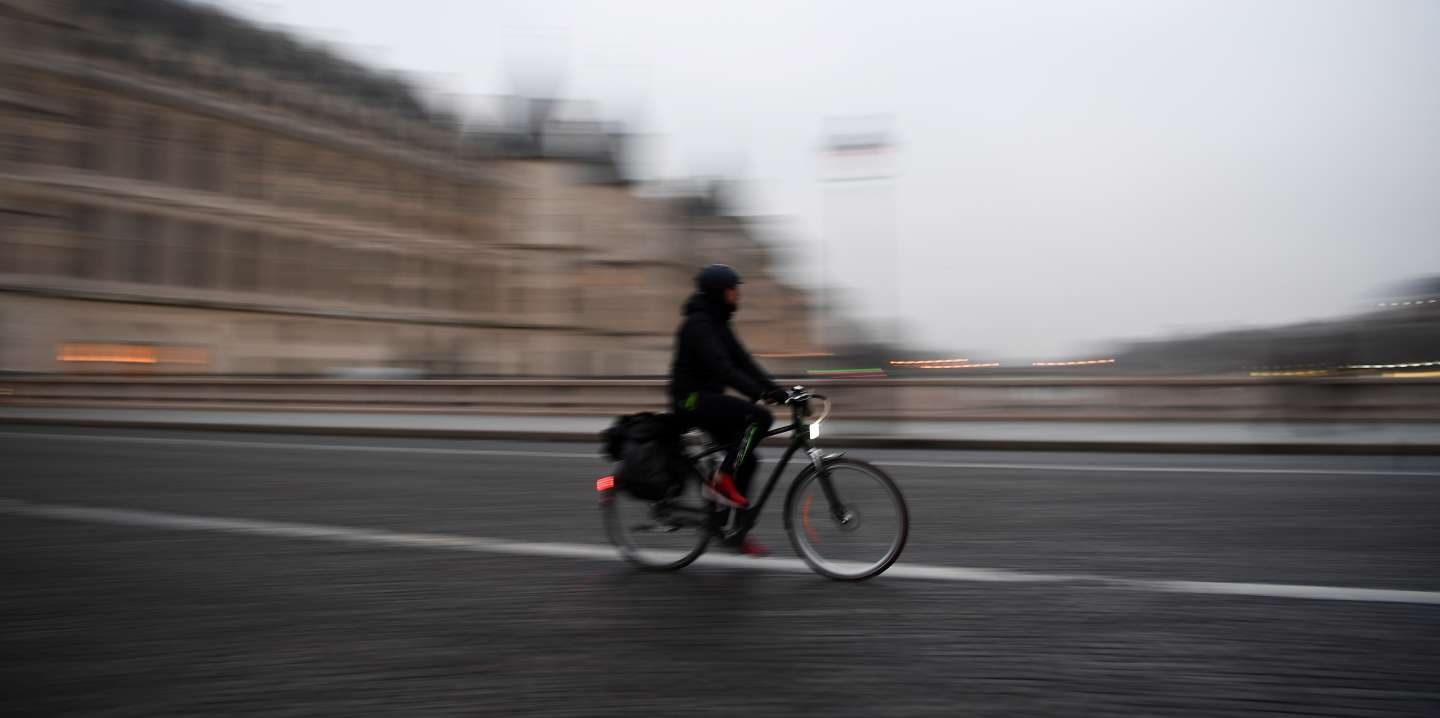 A man cycles in the streets of Paris during a national general strike that includes Paris public transports operator RATP employees over French government's plan to overhaul the country's retirement system, on December 5, 2019. - Trains cancelled, schools closed: France scrambled to make contingency plans on for a huge strike against pension overhauls that poses one of the biggest challenges yet to French President's sweeping reform drive. (Photo by CHRISTOPHE ARCHAMBAULT / AFP)