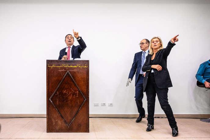 Avec le fugitif Carlos Ghosn, lors de la conférence de presse en Mondovision,le 8janvier, à Beyrouth.