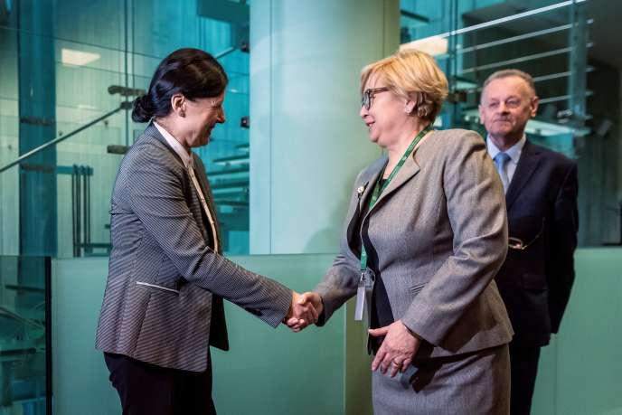La commissaire européenne chargée de l'Etat de droit, Vera Jourova, a rencontré le 24 janvier 2020, la présidente de la Cour suprêmer polonaise Malgorzata Gersdor (à droite).