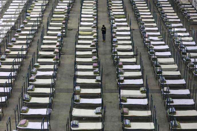 Des milliers de lits ont été intallés dans un centre d'exposition qui fait office d'hôpital temporaire à Wuhan, dans la province du Hubei, foyer de l'épidémie, mardi 4 février.