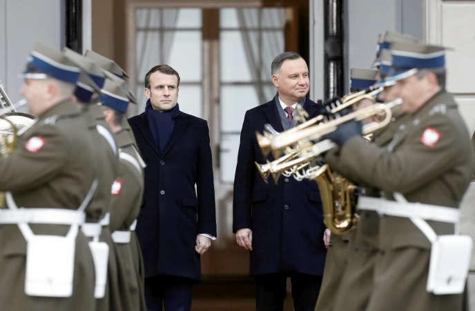 Emmanuel Macron accueilli par le président polonais, Andrzej Duda, à Varsovie, le 3 février.