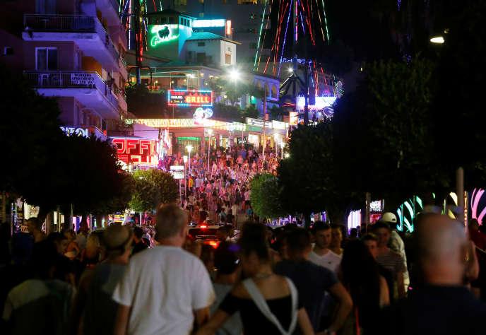 La rue de Punta Ballena à Magaluf, à Majorque, en août 2014.