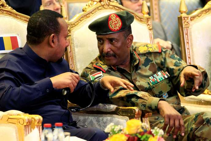 Le président du Conseil souverain soudanais, Abdel Fatah Bourhane (à droite, ici en en août 2019).