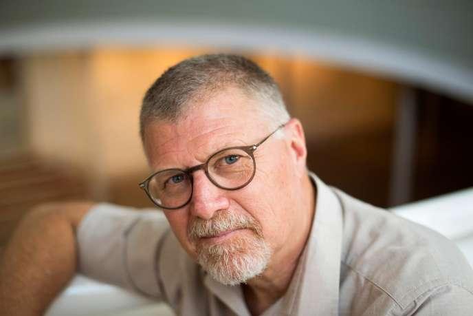 L'auteur de polars sud-africain Deon Meyer, chez lui à Stellenbosch, près du Cap, le 23 janvier 2020.