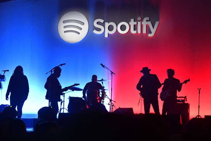 Le groupe Black Pumas sur scène, le 23 janvier, à Los Angeles, lors d'une soirée organisée par Spotify.