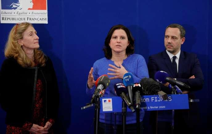 La ministre des sports, Roxana Maracineanu (au centre), entourée de la ministre de la justice, Nicole Belloubet et dusecrétaire d'Etat chargé de la protection de l'enfance, Adrien Taquet, le 5 février à Paris.