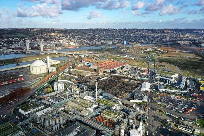 Khu công nghiệp của Rouen, với nhà máy Lubrizol bị đốt cháy ở trung tâm, ngày 9 tháng 12 năm 2019.