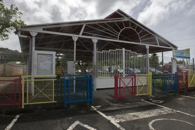 Une école fermée, à Pointe-à-Pitre.