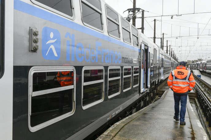 Une rame de RER D, au technicentre SNCF de Paris-Rive-Gauche - Les Ardoines, à Vitry-sur-Seine (Val-de-Marne), en mars 2019.