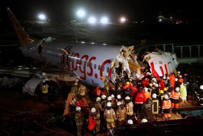 Le Boeing 737 en provenance d'Izmir après sa sortie de la piste d'atterrissage,à Istanbul, le 5 février.