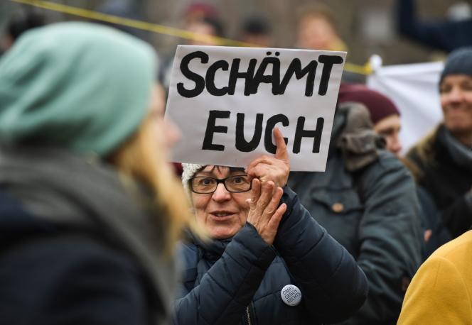 Manifestation à Erfurt, exigeant la démission du dirigeant du Land.