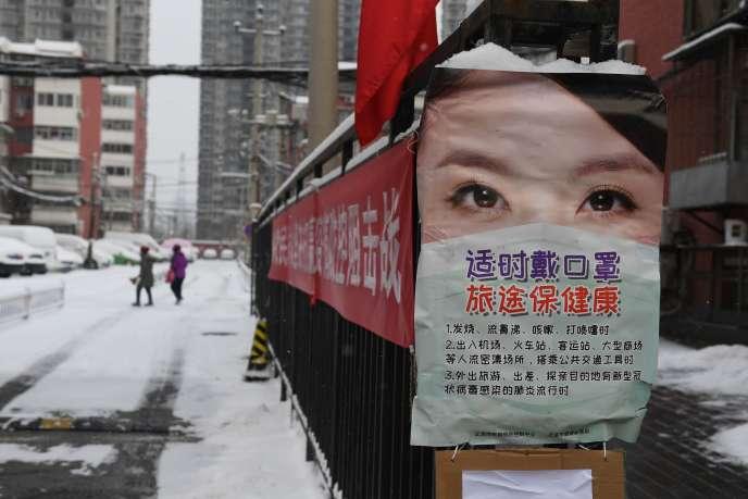 Une affiche de prévention dans les rues de Pékin, jeudi 6 février.