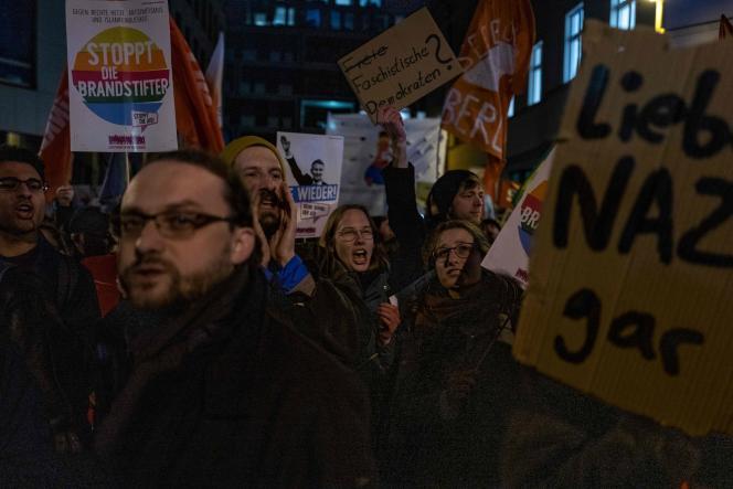 Protestation contre l'élection de Thomas Kemmerich devant le siège du Parti libéral-démocrate (FDP), à Berlin, le 5 février.