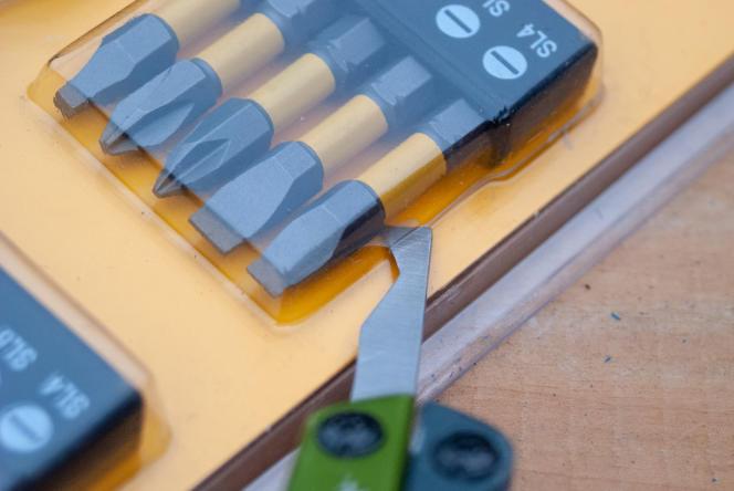 Certains outils multifonctions comme le Gerber Dime sont fournis avec un ouvre-colis qui permet d'ouvrir des emballages facilement (et en toute sécurité).