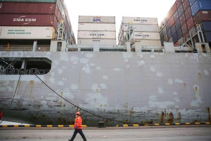 Un cargo, au port de Qingdao, dans l'est de la Chine,le 4 février.