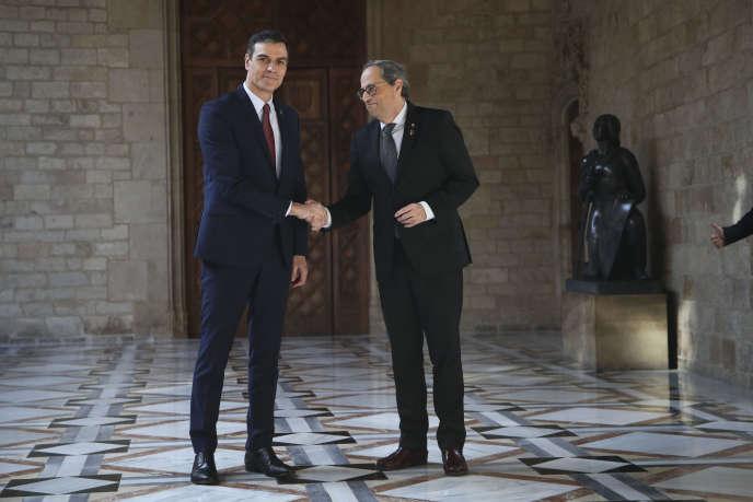 Lepremier ministreespagnol,PedroSanchez, et le président de la région de Catalogne,QuimTorra, lors de leur rencontre à Barcelone, le 6 février.