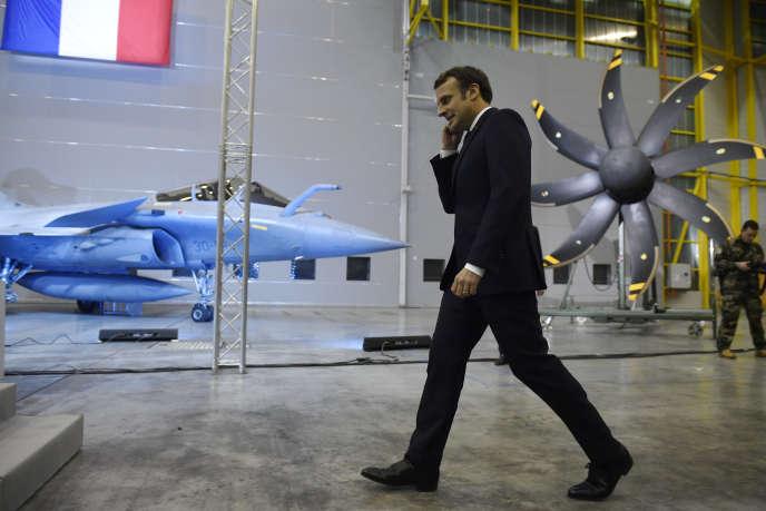 Emmanuel Macron sur la base aérienne 123 d'Orléans-Bricy, le 16 janvier 2020.