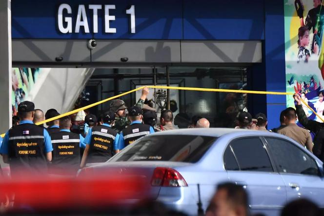 La police entre dans le centre commercial Terminal 21, où l'auteur d'une fusillade se cachait, à Nakhon Ratchasima (Thaïlande), le 9 février.
