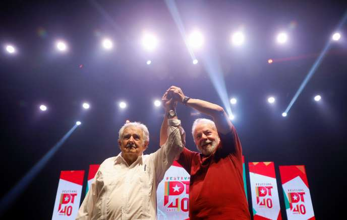 Les anciens présidents uruguayen Jose Mujica et brésilien Luiz Inacio Lula da Silva, lors du 40e anniversaire du Parti des travailleurs, le 8 février à Rio de Janeiro.