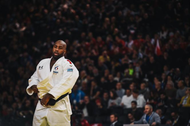 Teddy Riner se bat contre le Hongrois Richard Sipocz à Paris lors du Paris Grand Slam Judo le 9 février 2020.