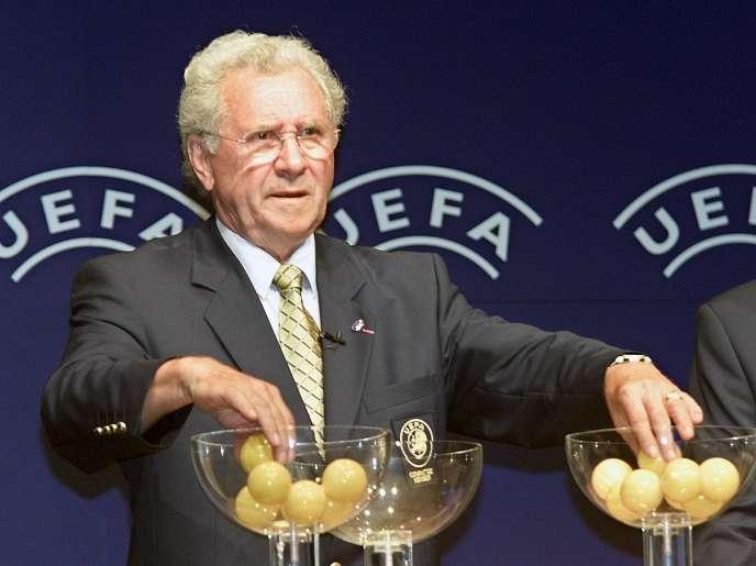 Jean Fournet-Fayard, le 24 août 2001 à Monaco lors du tirage au sort de la Coupe del'UEFA.