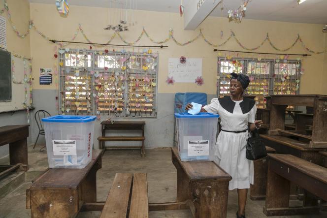 Bureau de vote à Yaoundé, le 9 février 2020.