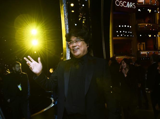 Bong Joon-ho, le réalisateur de Parasite, est le grand triomphateur de la cérémonie des Oscars qui s'est tenue le 9février au Dolby Theatre de Los Angeles.
