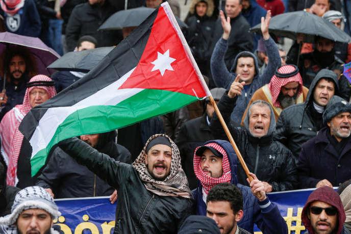 Manifestation contre le plan Trump près de l'ambassade américaine à Amman (Jordanie), le 7 février 2020.