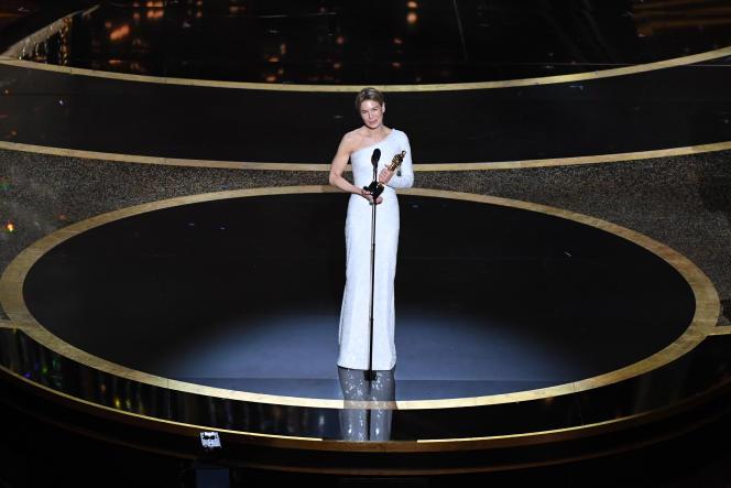 Renée Zellweger s'est vu décerner l'Oscar de la meilleure actrice pour sa performance dans le film« Judy».